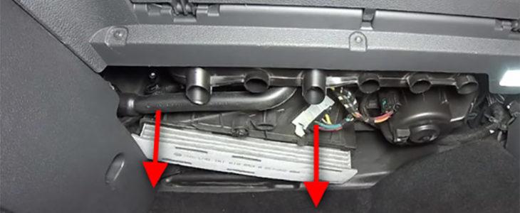 Pollenfilter / Innenraumfilter wechseln – VW Golf 6