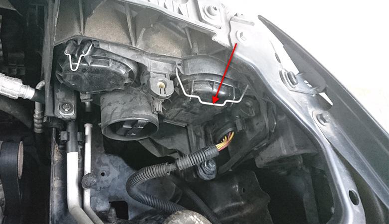 Seat-Ibiza-6J-Scheinwerferabdeckung-Klammer