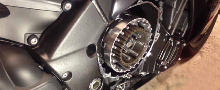 Kupplung wechseln – Yamaha R1 RN22