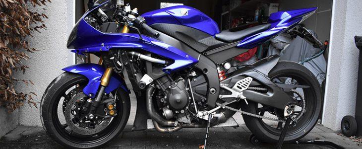 Seitenverkleidung abbauen / demontieren – Yamaha R6 RJ11 RJ15
