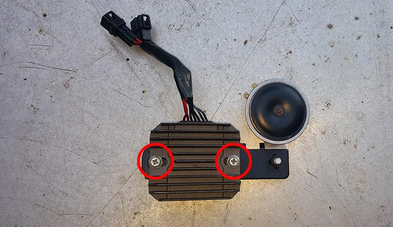 Suzuki GSX-R 600 K6 Spannungsregler mit Hupe