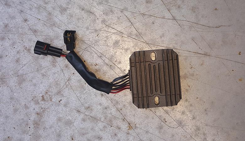 Spannungsregler, Gleichrichter wechseln – Suzuki GSX-R 600 K6 K7 ...