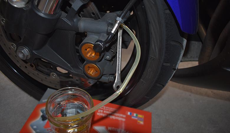 Yamaha R6 06-07 RJ11 RJ15 Bremsfluessigkeit Entlueftungsschraube Bremssattel vorne