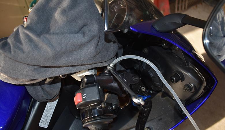 Yamaha R6 06-07 RJ11 RJ15 Bremsfluessigkeit Entlueftungsschraube Hauptbremszylinder