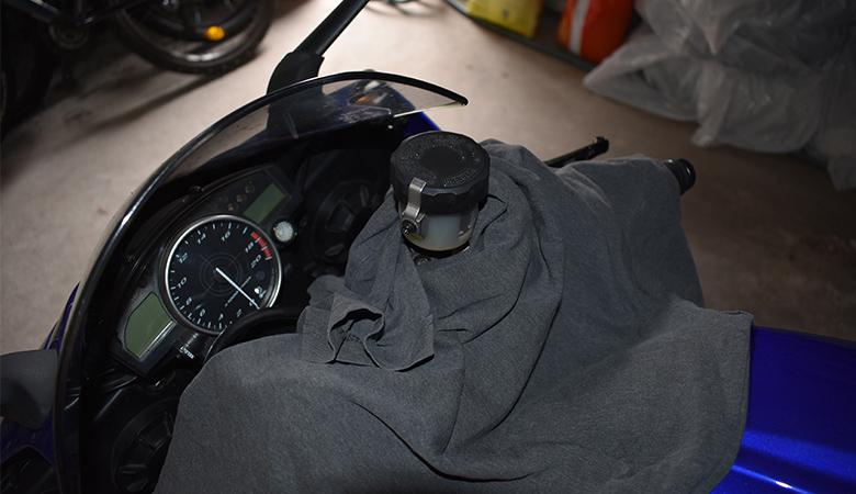Yamaha R6 06-07 RJ11 RJ15 Bremsfluessigkeitbehaelter abgedeckt