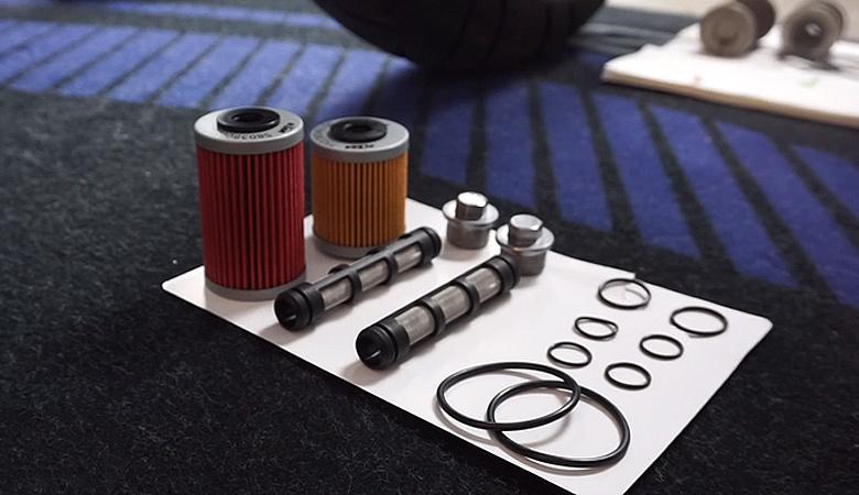 KTM 690 SMC R neue Öfilter, Ölsiebe und Dichtungen für Ölwechsel