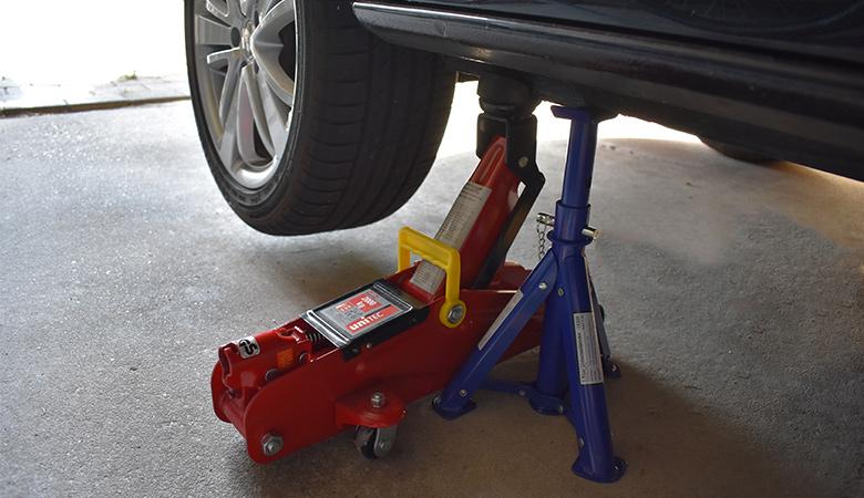 Seat Ibiza 6J aufgebockt mit Wagenheber