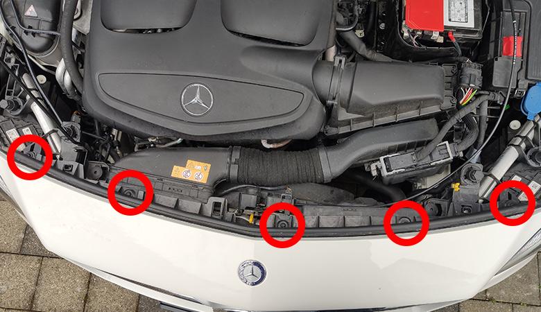 Mercedes A-Klasse W176 Stoßstange Schrauben oben