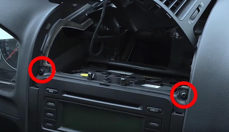 VW Golf 5 Radio Blende Schrauben
