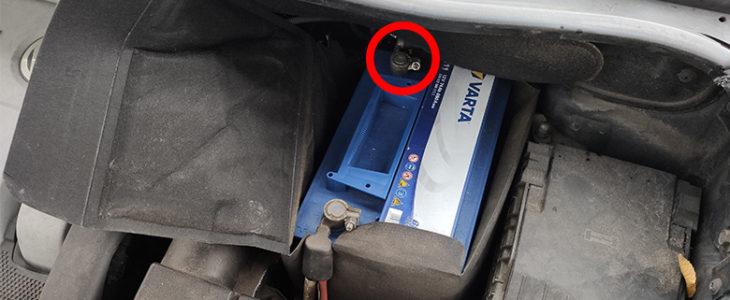 Batterie wechseln / ausbauen – VW Golf 6 / VW Touran