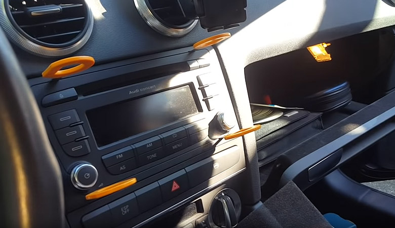 Audi A3 8P Radio Ausbauwerkzeug