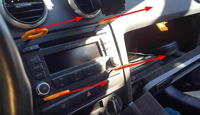 Audi A3 8P Radio ausbauen