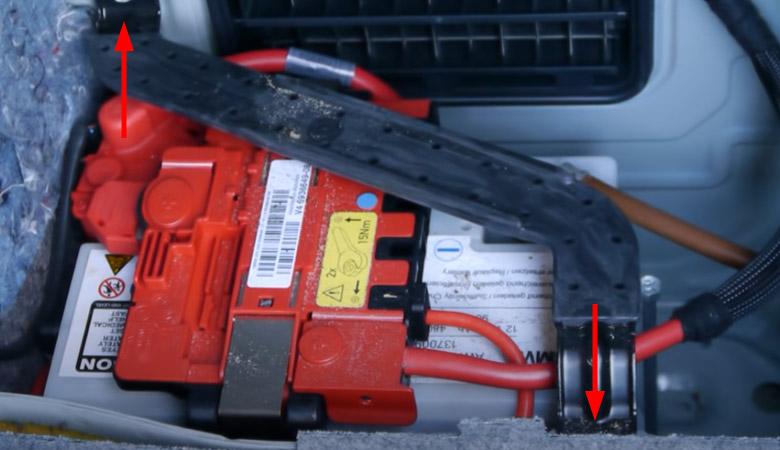 BMW 3er E90 Sicherungsbügel-Batterie
