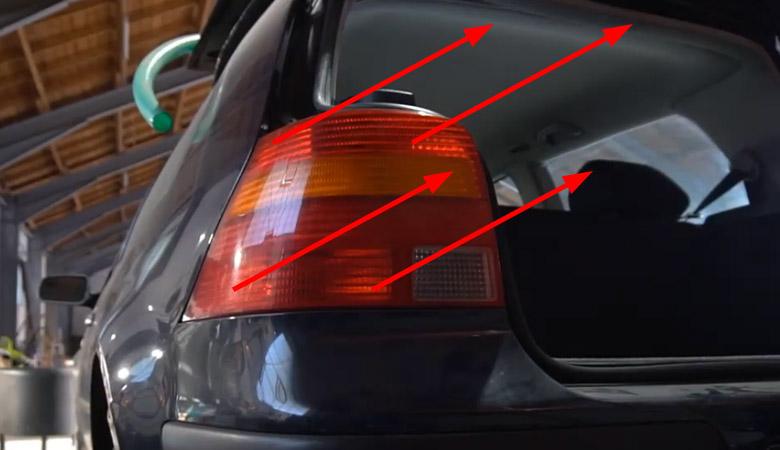 VW Golf 4 Rücklicht ausbauen