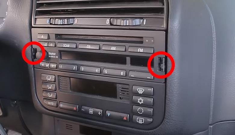BMW 3er E36 Radio Schrauben